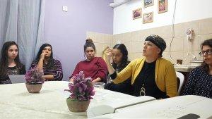 הרבנית מלמד שיעור